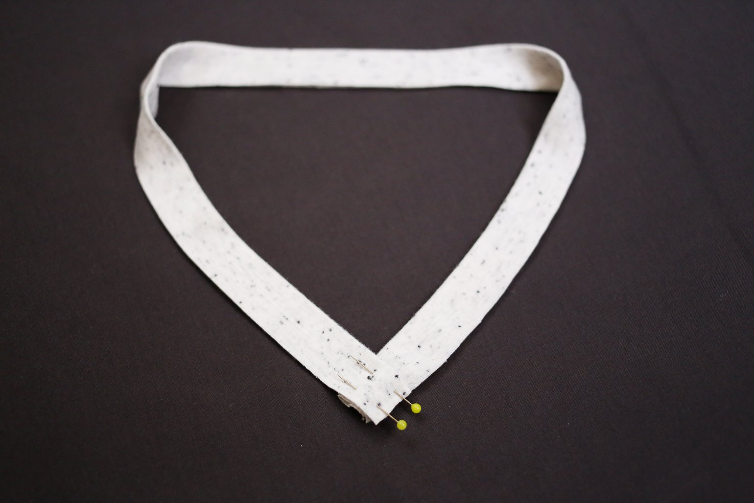 how-to-sew-v-neck-neckband-6