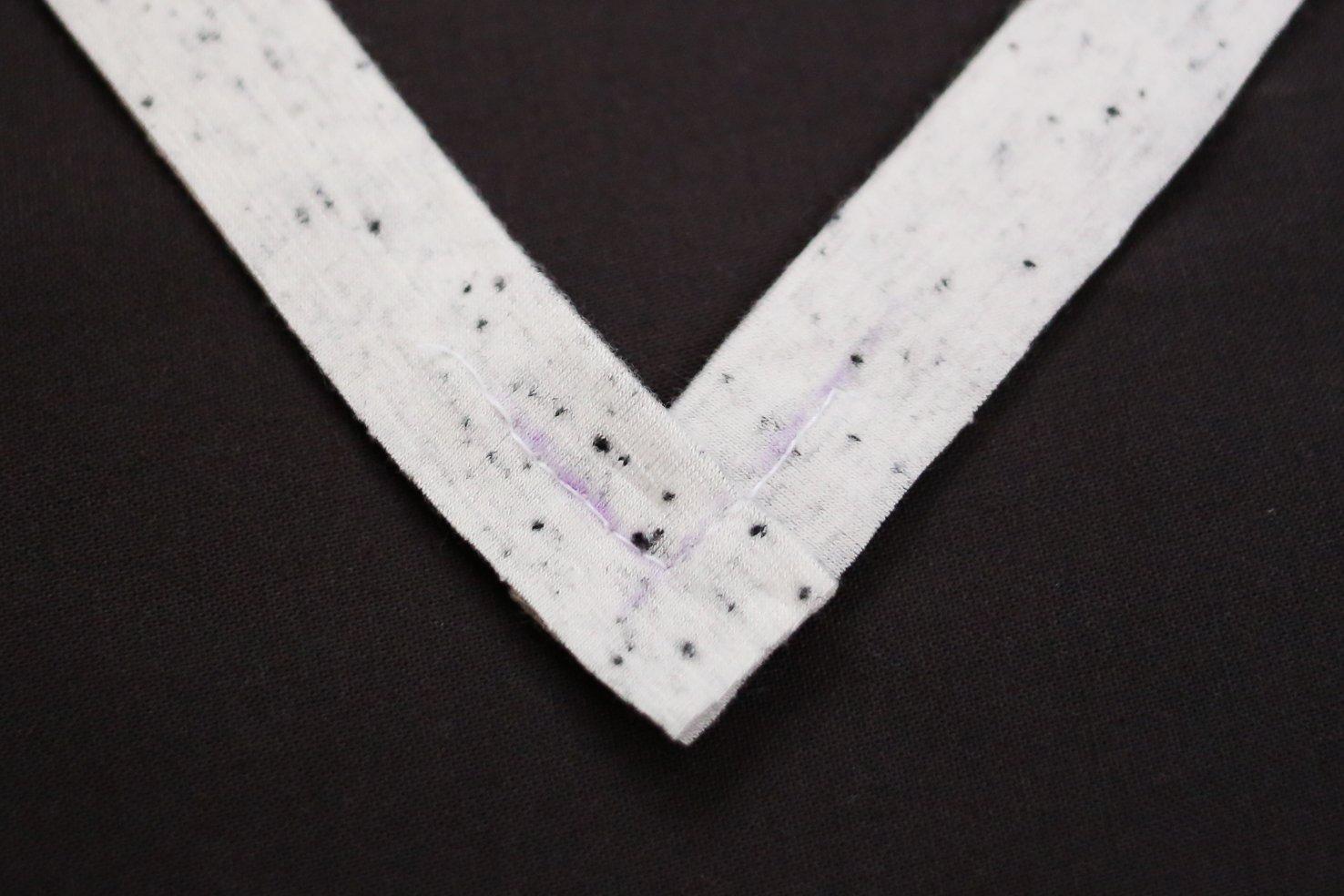 how-to-sew-v-neck-neckband-7