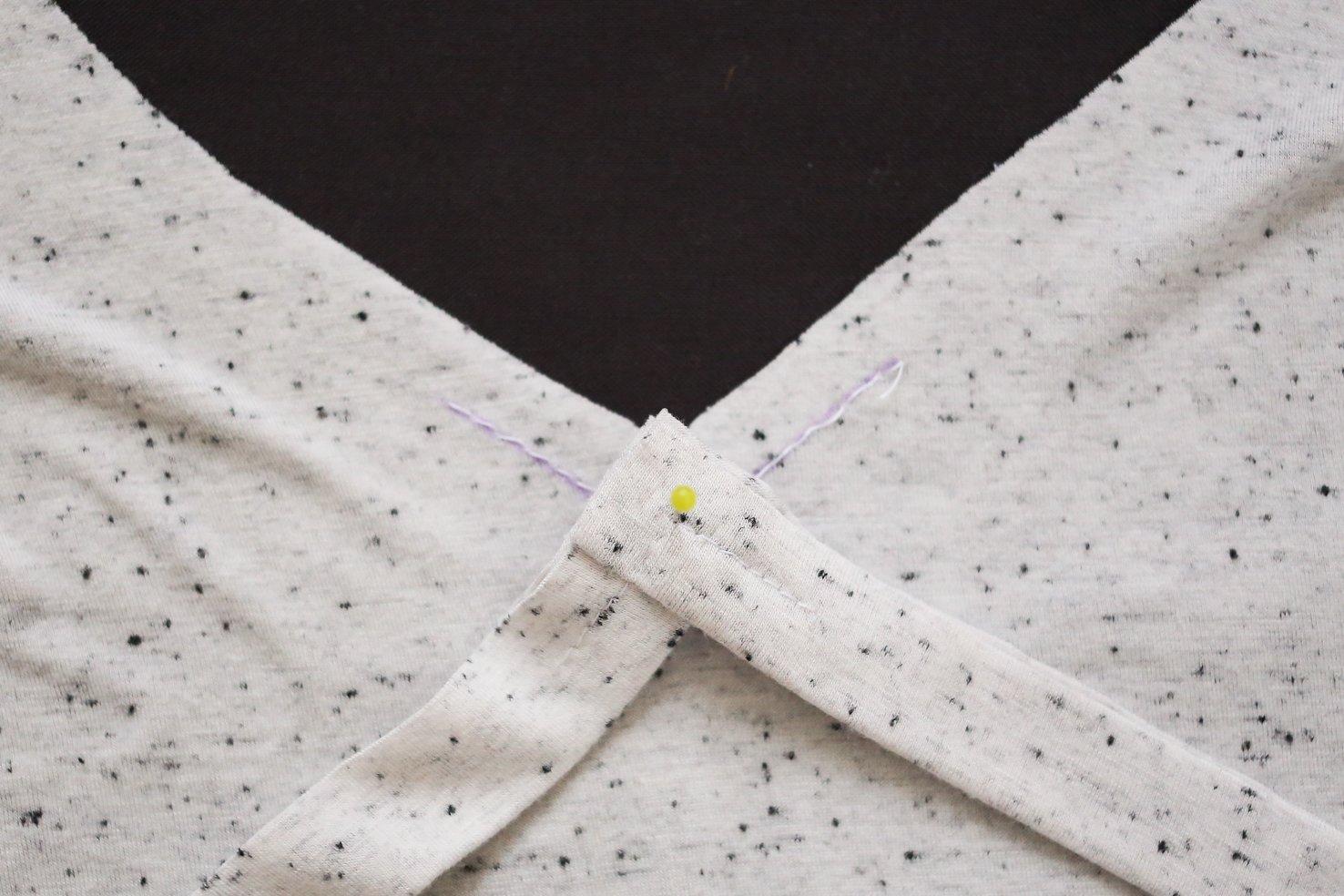 how-to-sew-v-neck-neckband-8